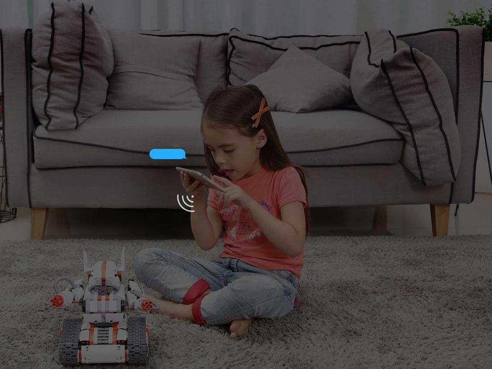 Игрушка трансформер Mi Robot Rover в комнате