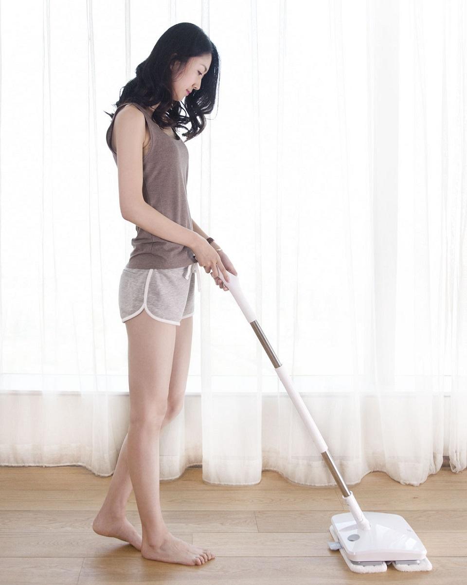 SWDK Полотер/Электрошвабра Handheld Electric Mop девушка со шваброй