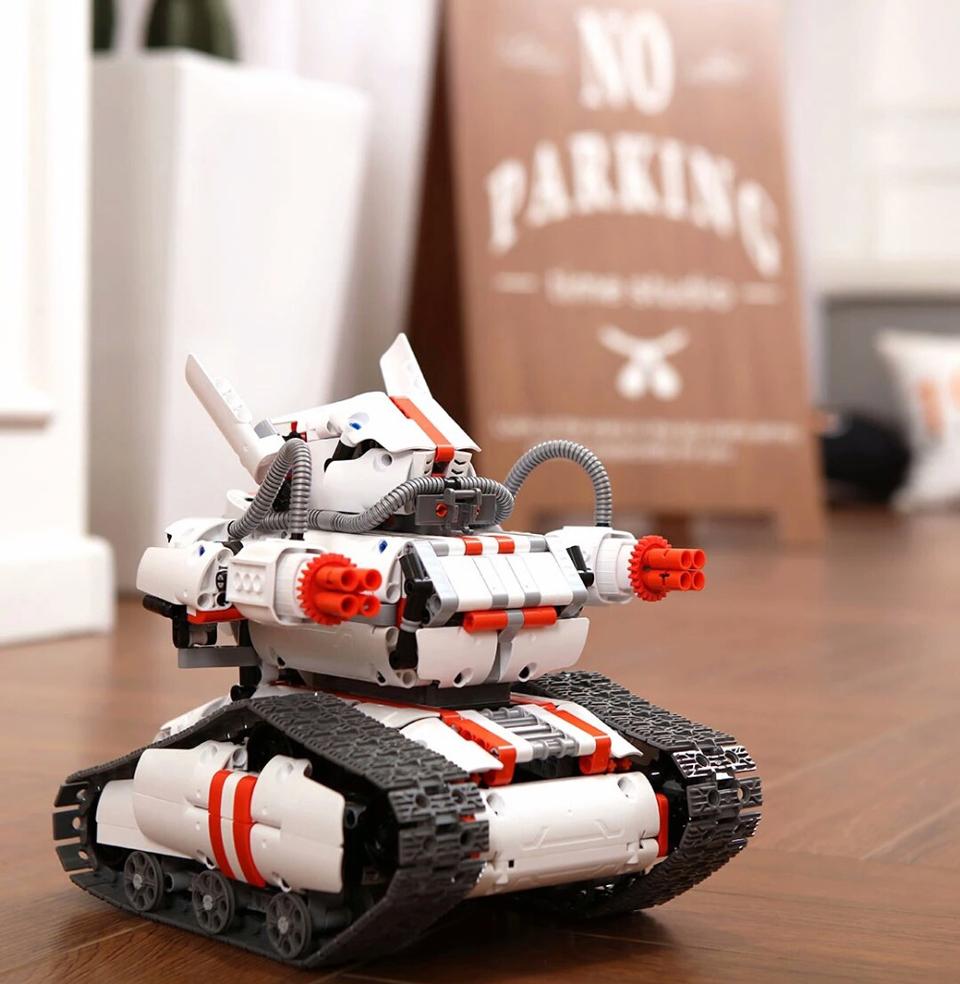 Игрушка трансформер Mi Robot Rover на паркете